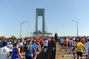 Marató creuant el pont