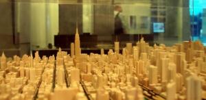 detalhe-de-maquete-da-cidade-de-nova-york-localizada-no-skyscraper-museum-museu-de-nova-york-dedicado-a-arranha-ceus-de-todas-as-partes-do-mundo-1376942465302_615x300